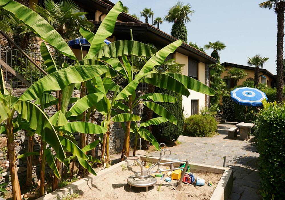 חצר וארגז חול בכפר הנופש בריסאגו