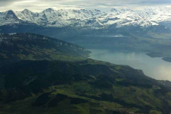 פנורמת אגם וההרי הברניים