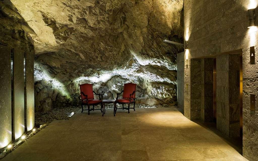 פינת ישיבה במלון בדרוטס פאלאס בסן מוריץ