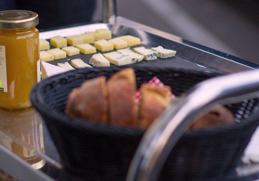 גבינות ריבה ולחם בסיור תרבות ווטעימות באינטרלקן