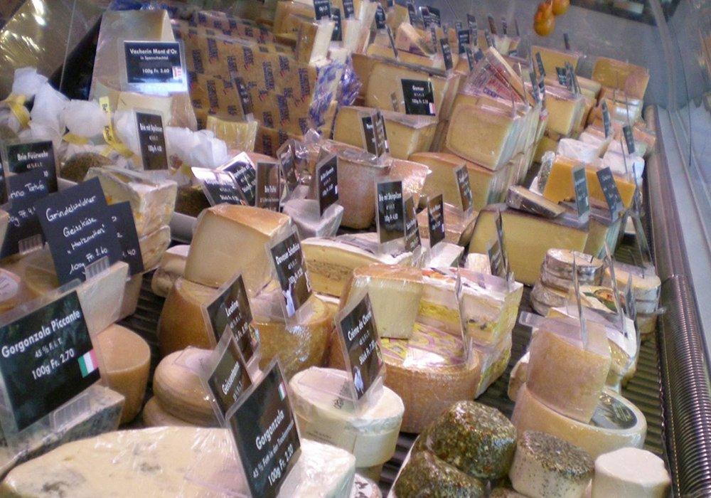 תצוגת גבינות בסיור תרבות ווטעימות באינטרלקן