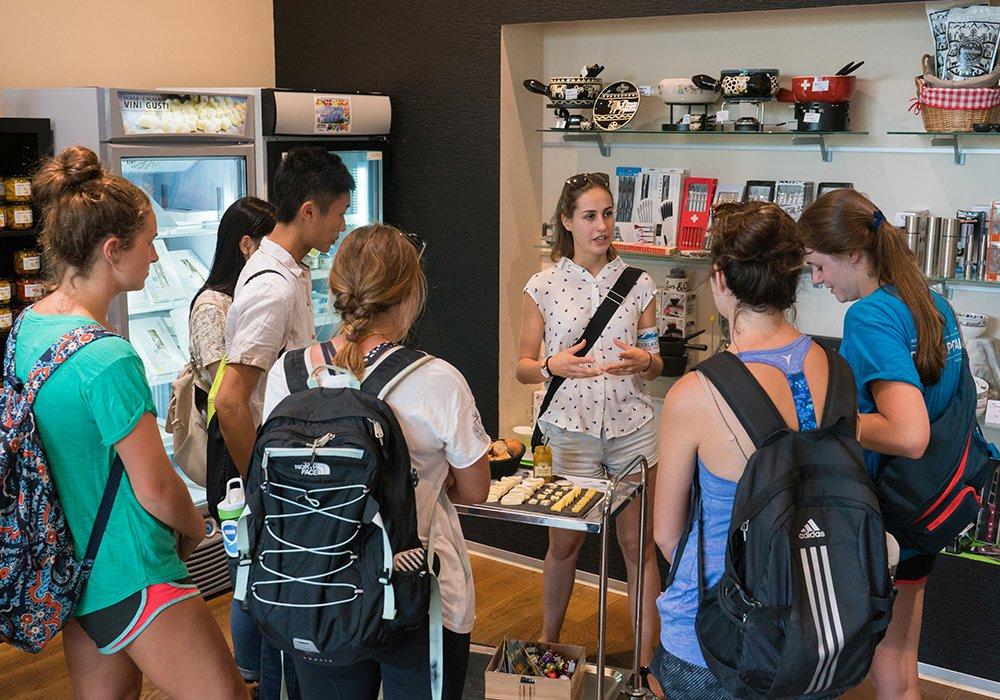 ביקור בחנות בסיור תרבות ווטעימות באינטרלקן