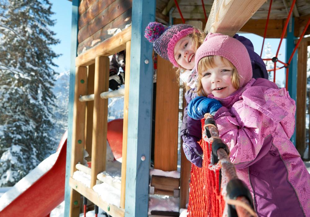 ילדים בגן משחקים בכפר הנופש הסליברג