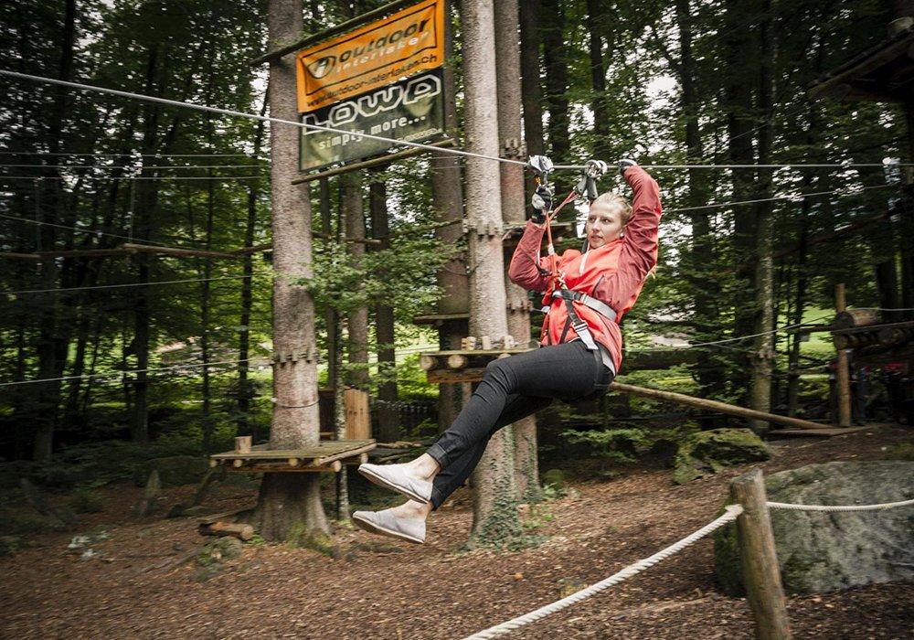 גולשת אומגה בפארק החבלים באינטרלקן