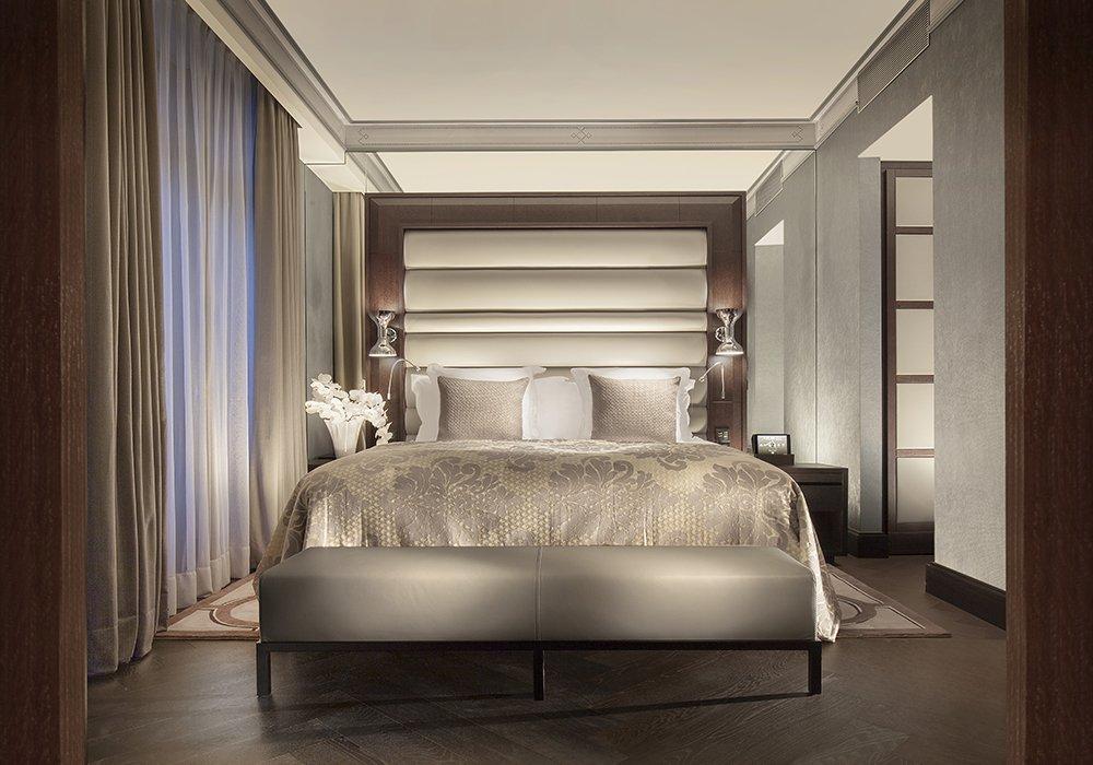 מיטה מהודרת בחדר במלון ספא רויאל סבוי בלוזאן