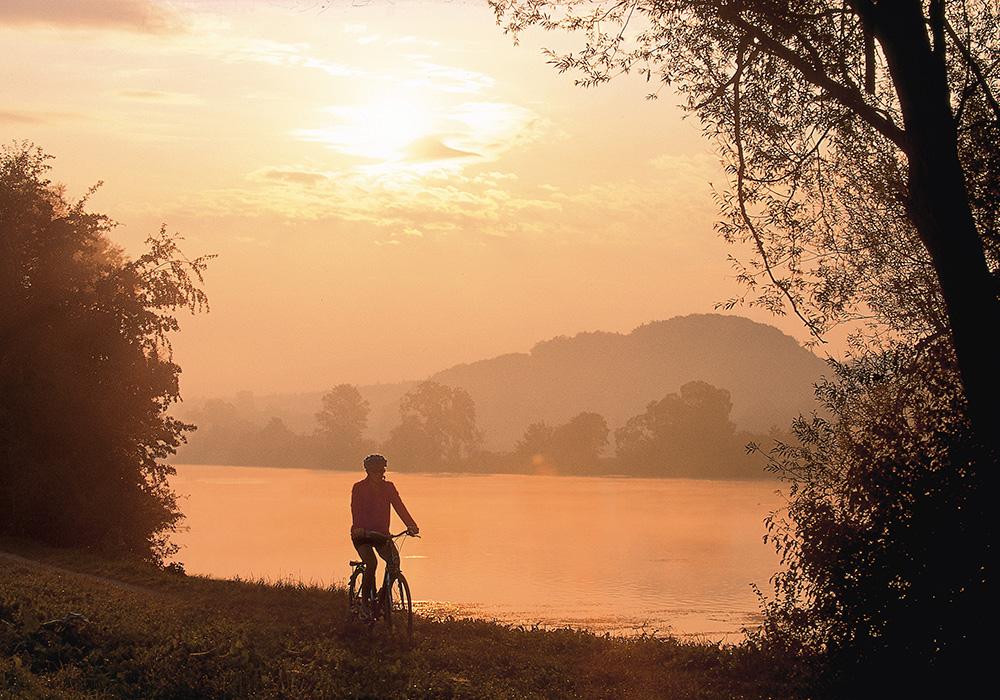 רוכב במסלול נהר הארה ליד סולותורן