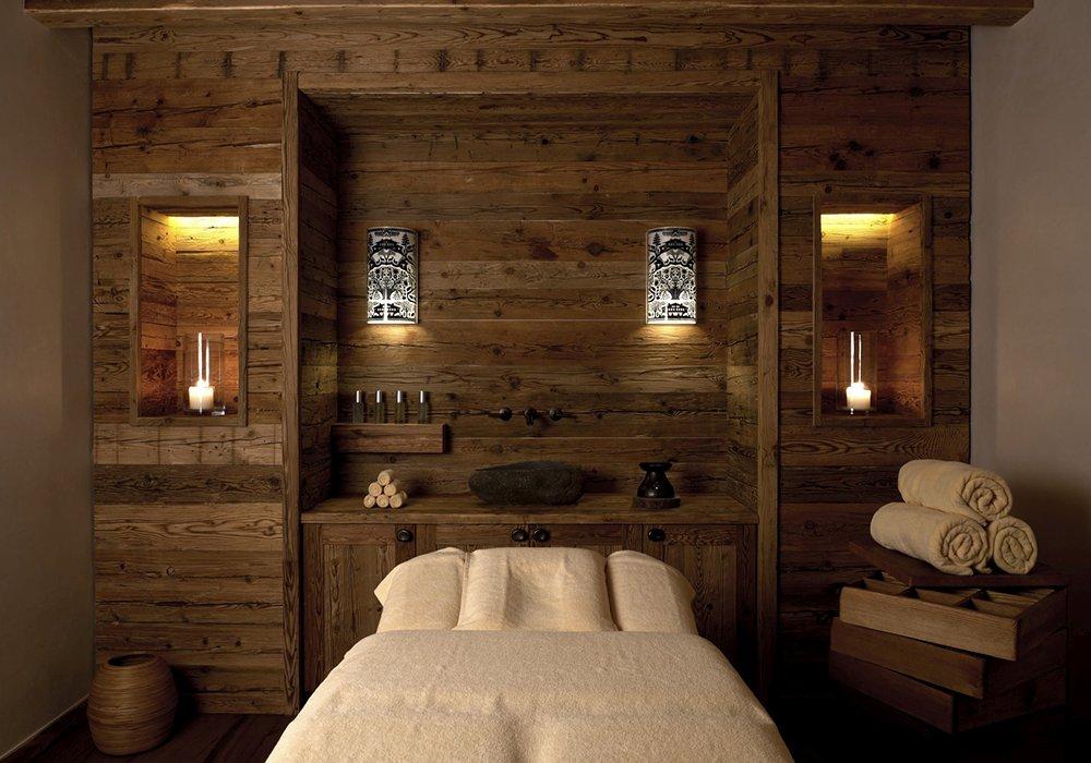 חדר שינה מעוצב במלון ספא אלפינה בגשטאט