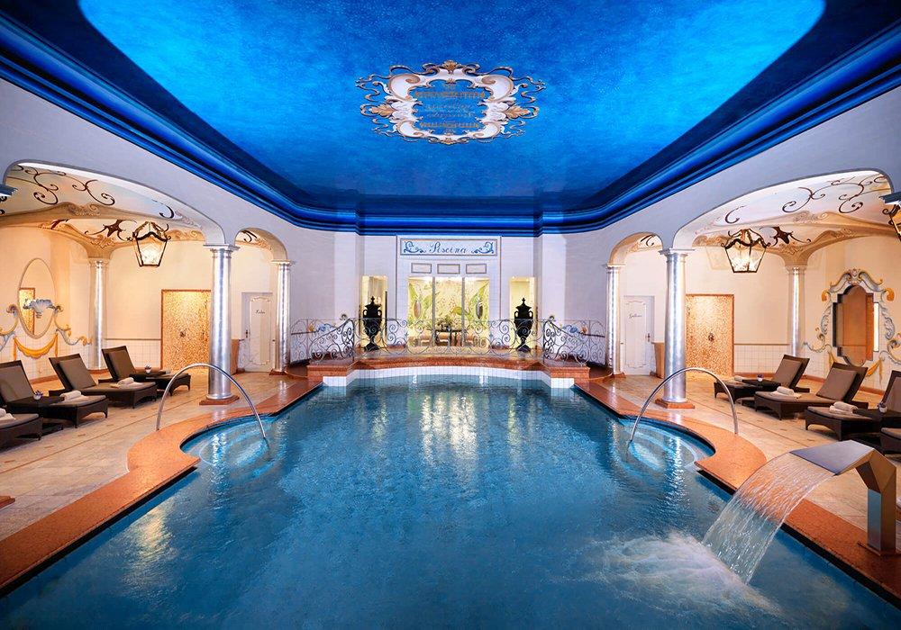 הבריכה בספא במלון גי'ארדנו אסקונה
