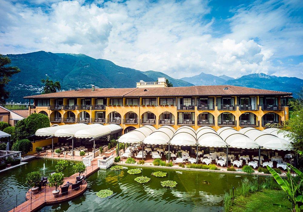חזית ובריכה בגן מלון גי'ארדנו אסקונה