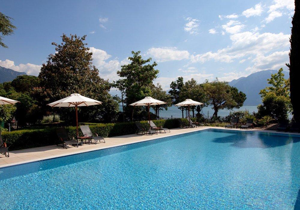 הבריכה במלון פיירמונט פאלאס במונטרה