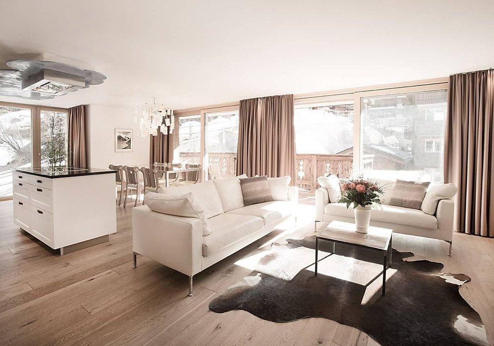 חדר ומרפסת במלון פיירפליי בזרמאט