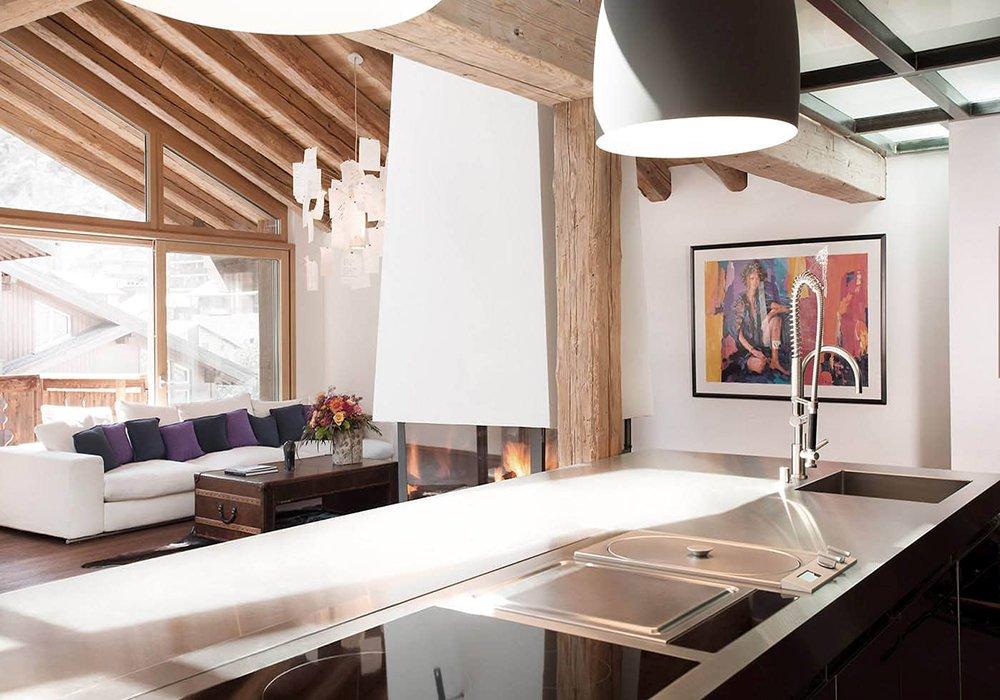מטבח סלון ומרפסת במלון פיירפליי בזרמאט