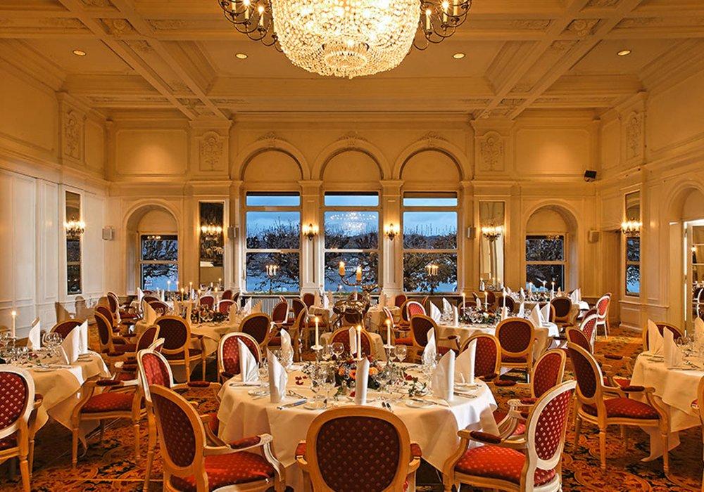 אולם המסעדה במלון גראנד הוטל רויאל בלוצרן