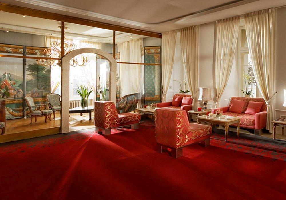 פינת ישיבה במלון גראנד הוטל רויאל בלוצרן