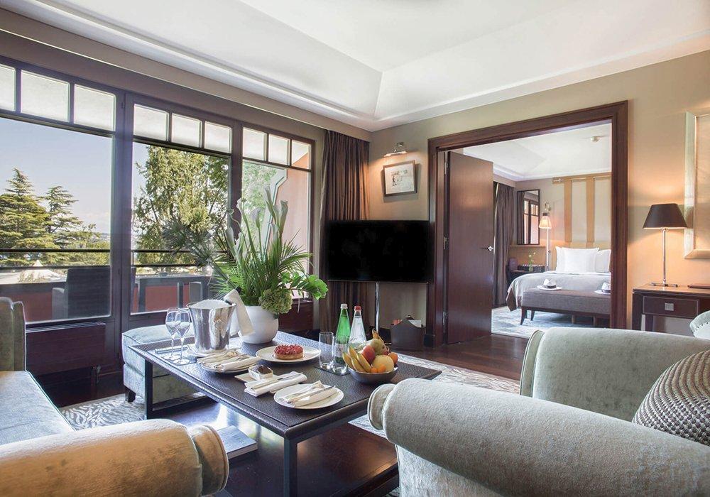 חדר ומרפסת במלון לה רזרב בלוזאן - אגם ז'נבה