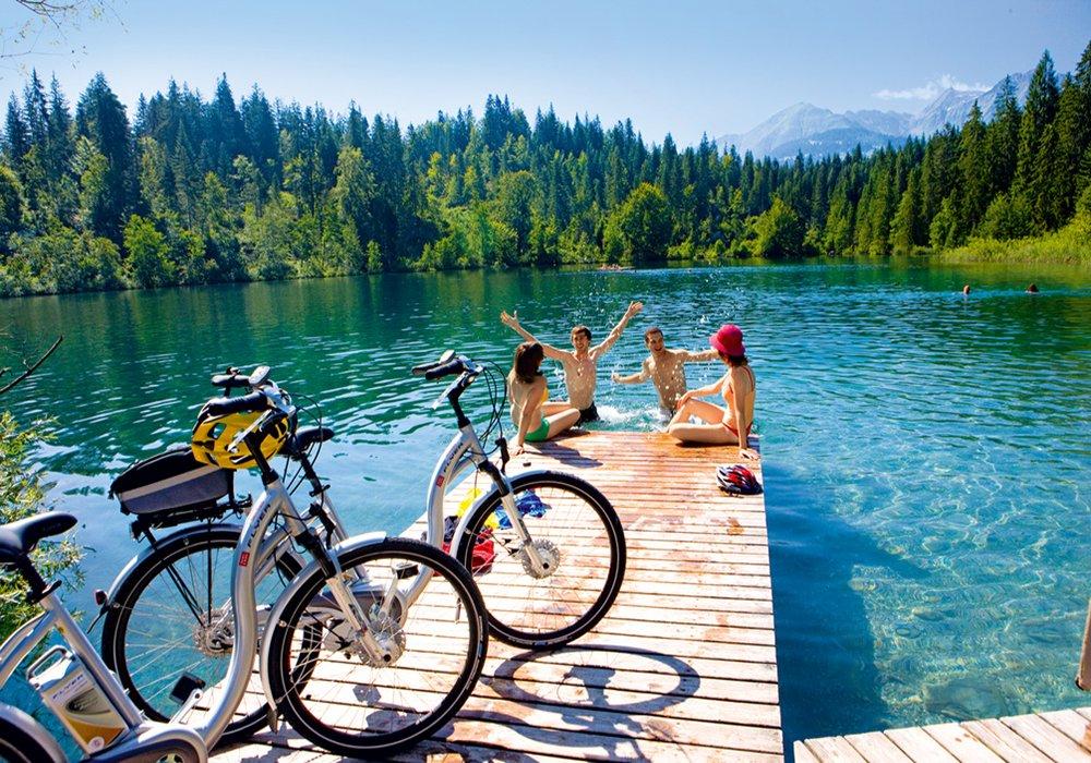הפוגה ושחייה באגם מסע אופנים לאורך אגמי שוויץ