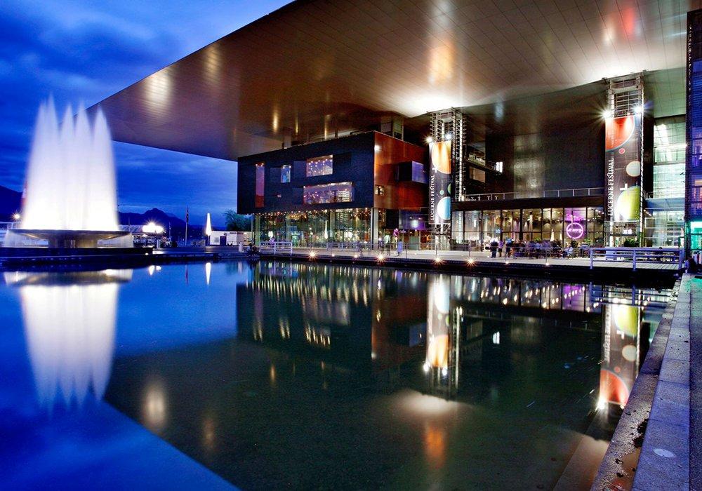 מרכז התרבות של העיר לוצרן בלילה