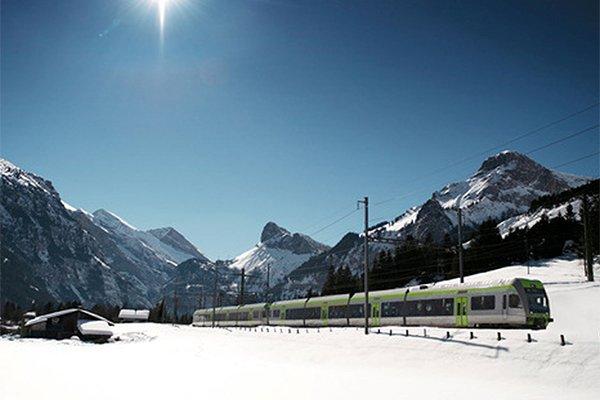 רכבת חולפת במסע פסגות העולם