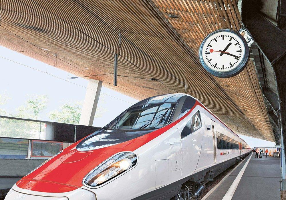 תחנת רכבת מודרנית ושעון מדויק מאוד