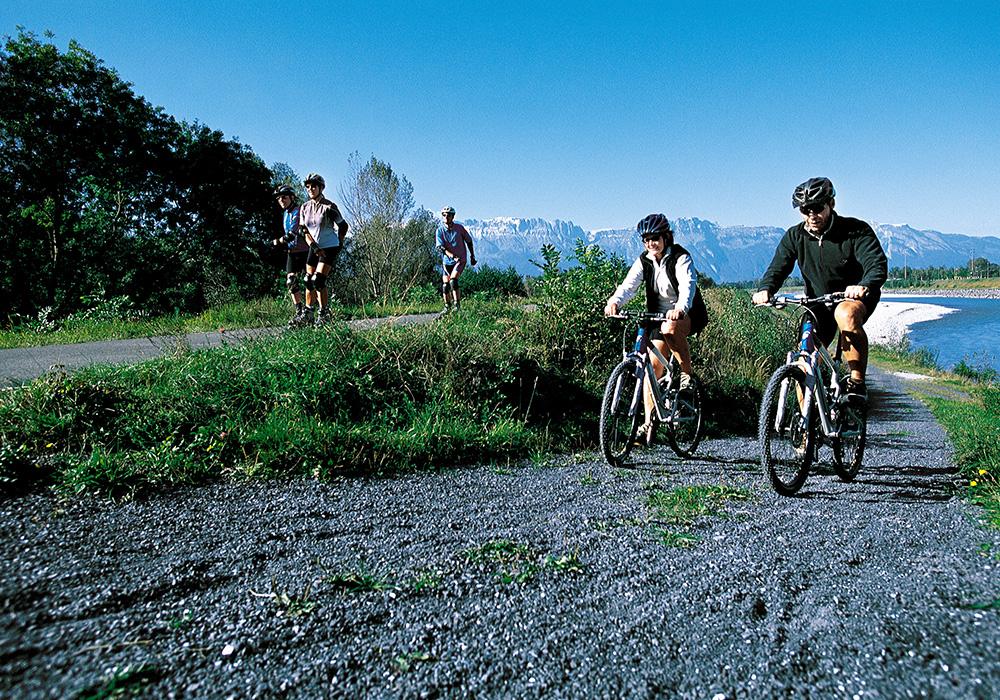 רוכבים באפיק נהר הריין ליד סנט גאלן