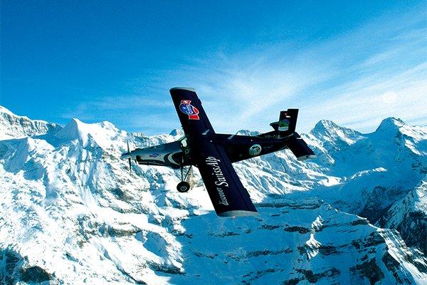 טיסה במטוס קל מעל רכס היונגפראו
