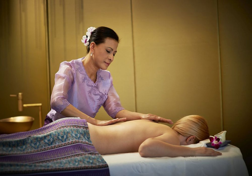 עיסוי תאילנדי בספא במלון סירוז באגם האלוויל