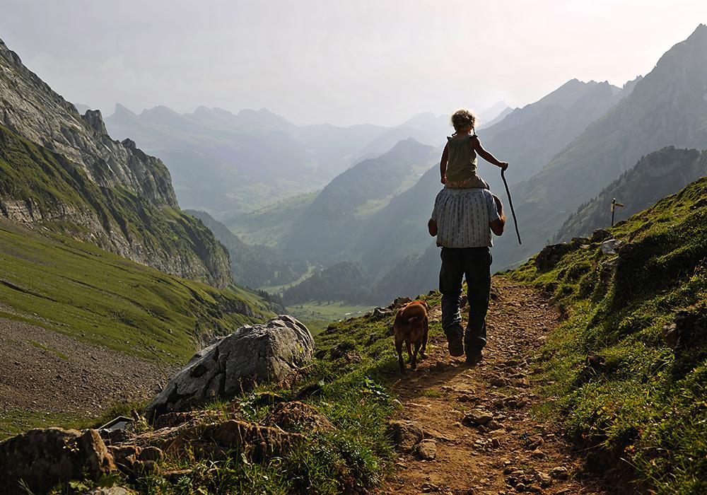 טיול עם ילד באזור ההרים מעל וילדהאוס