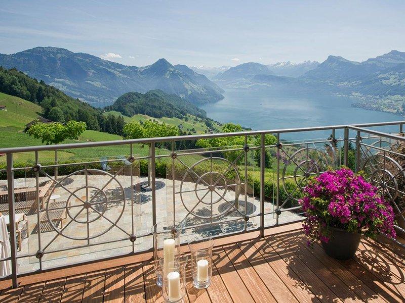 מרפסת ונוף אגם לוצרן במלון וילה הונג בלוצרן