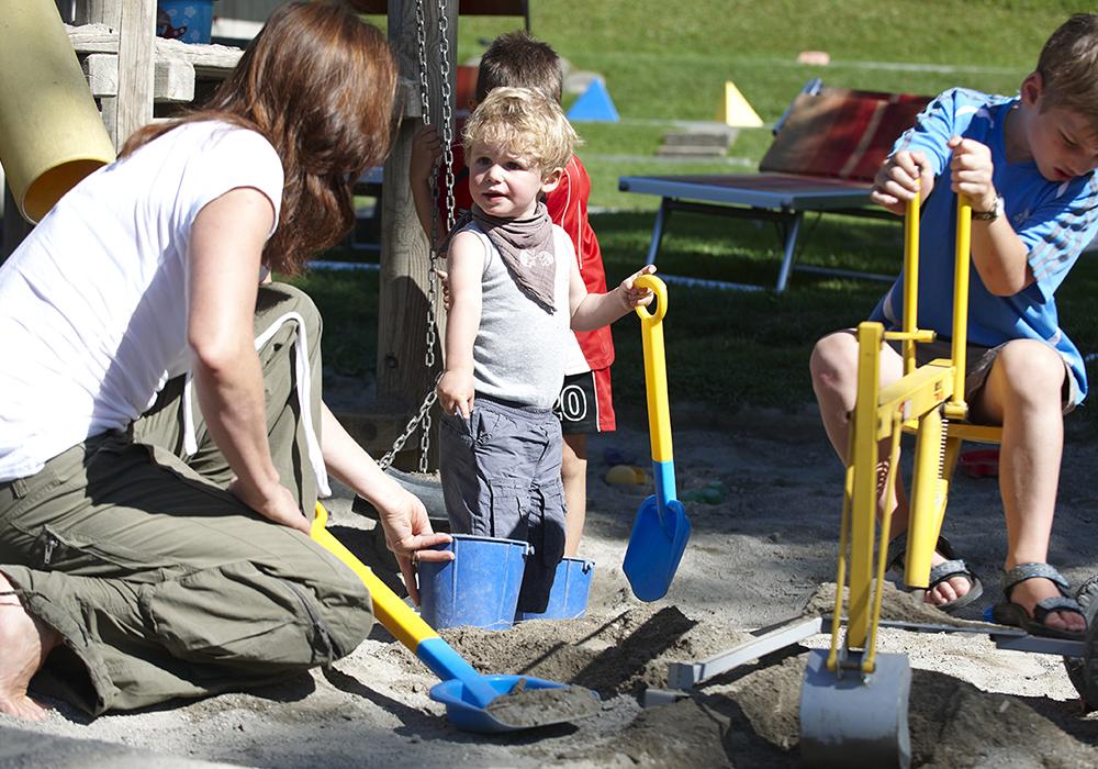 ילדים בארגז חול בכפר הנופש וילדהאוס