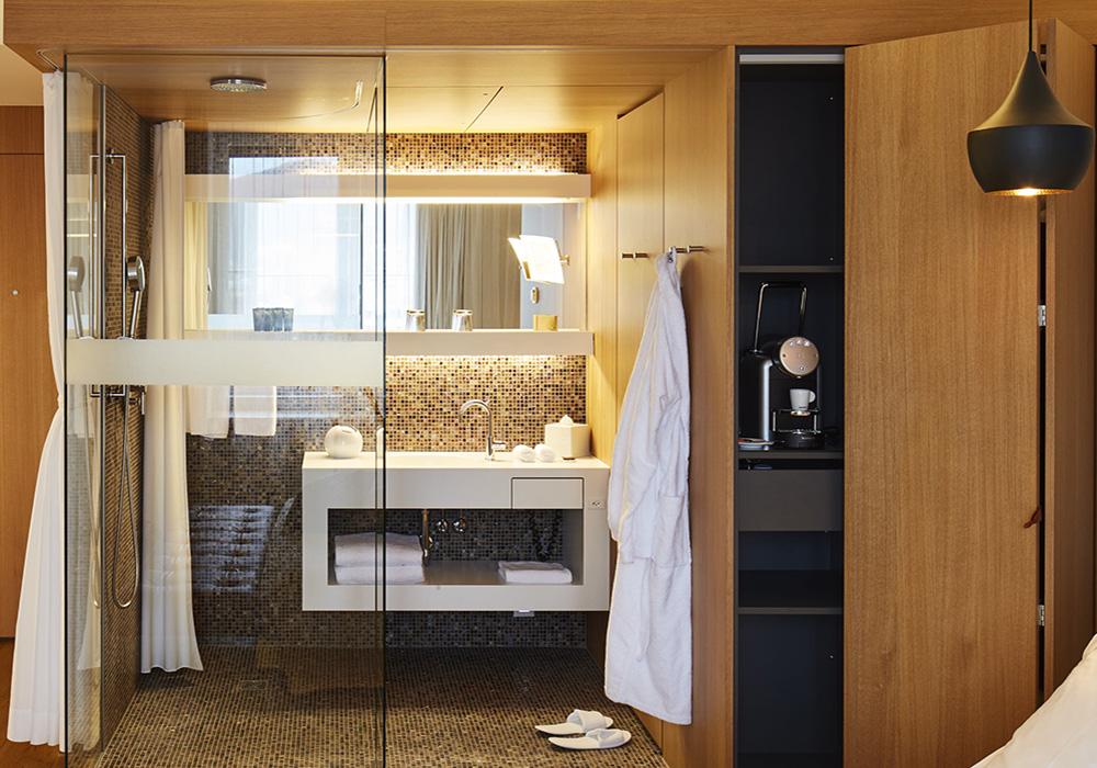 מקלחת וחדר רחצה במלון B2 בציריך