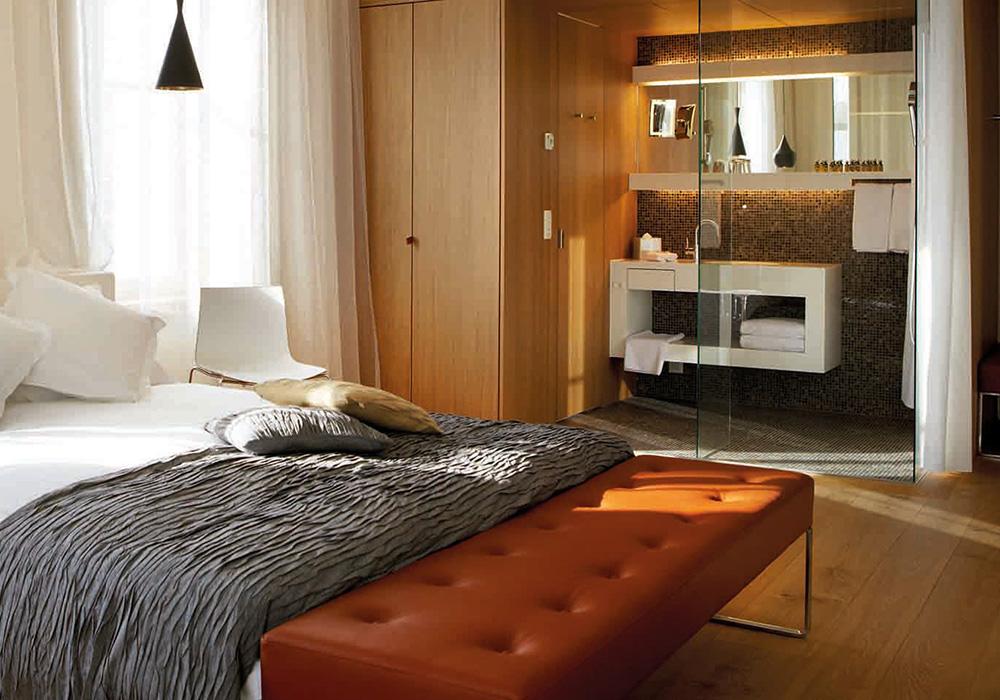 מיטה מקלחת בחדר במלון B2 בציריך
