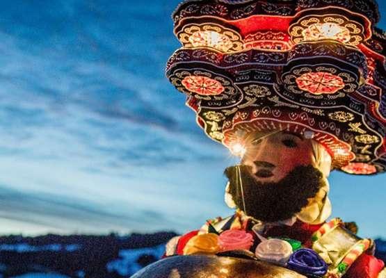 חוגג מחופש בפסטיבל הסילבסטרקלאוזן באפנזל