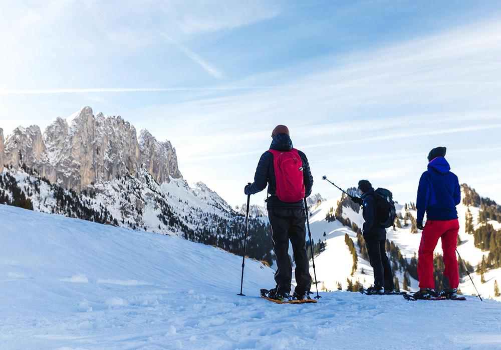 גולשי סקי לקראת גלישה באזור דאבוס