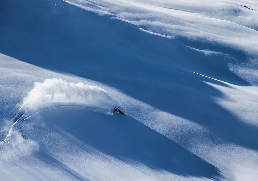 גולש סקי בודד באזור דאבוס