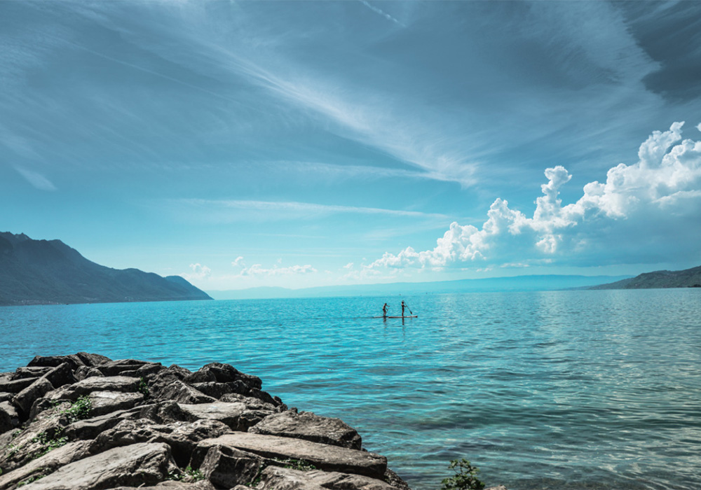 שייט בחסקה על אגם ג'נבה סמוך למונטרה