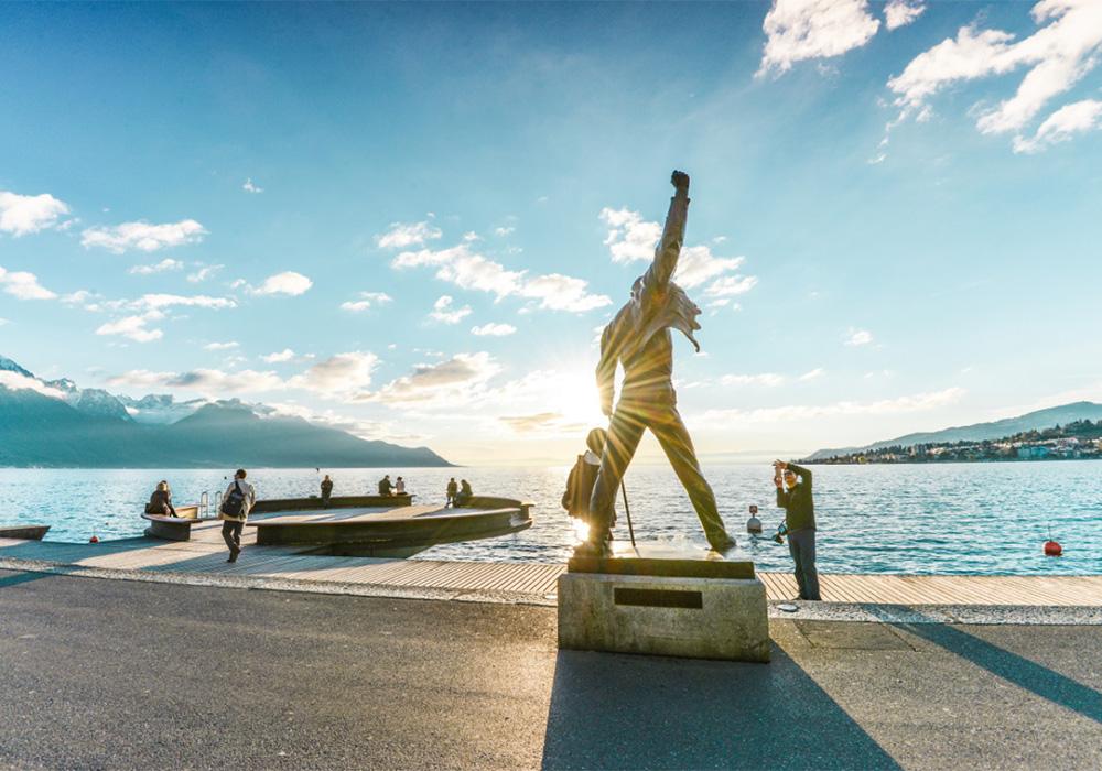 פסל פרדי מרקיורי בטיילת מוטרה