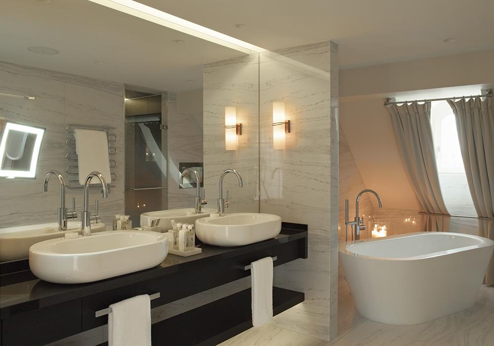 חדר אמבטיה במלון שווייצרהוף בברן