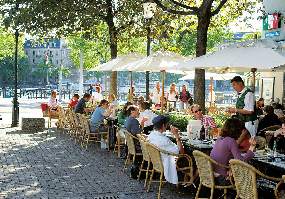 בית קפה על גדת נהר לימאט בציריך
