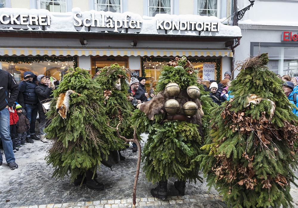 תחפושות מסורתיות בפסטיבל סילבסטר באפנזל