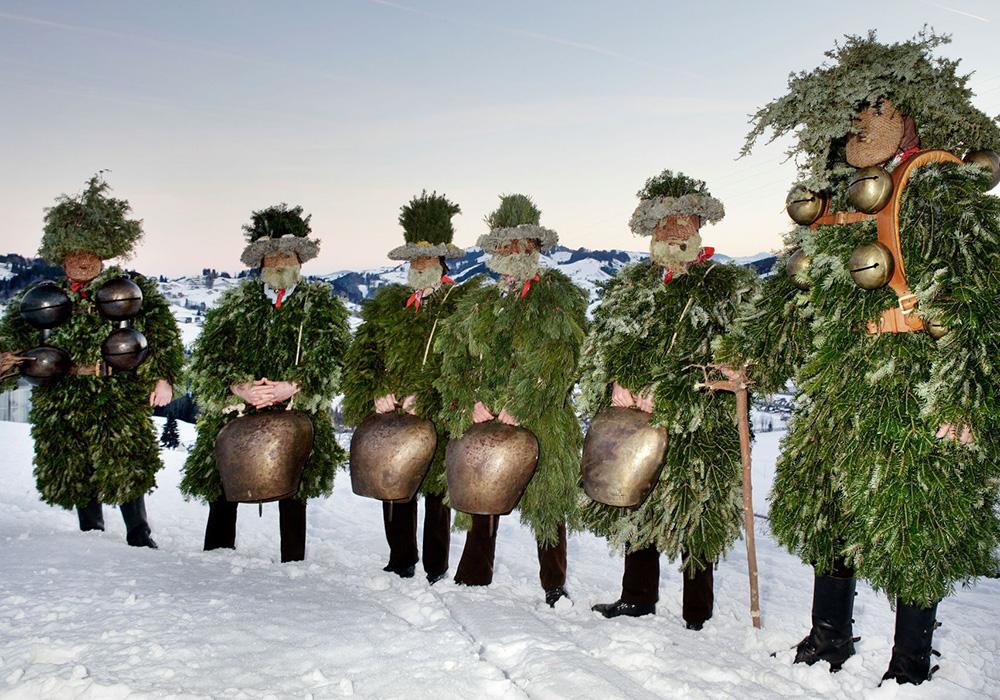 תחפושות מסורתיות בתהלוכה בפסטיבל סילבסטר קלאזון באפנזל