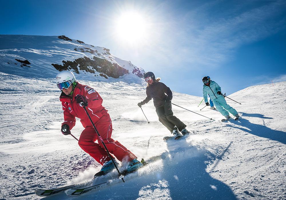 שלישיית גולשי סקי במורד היונגרפראו