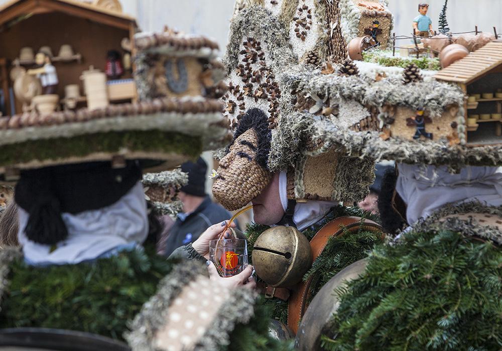 בובות ותחפושות בפסטיבל סילבסטר באפנזל