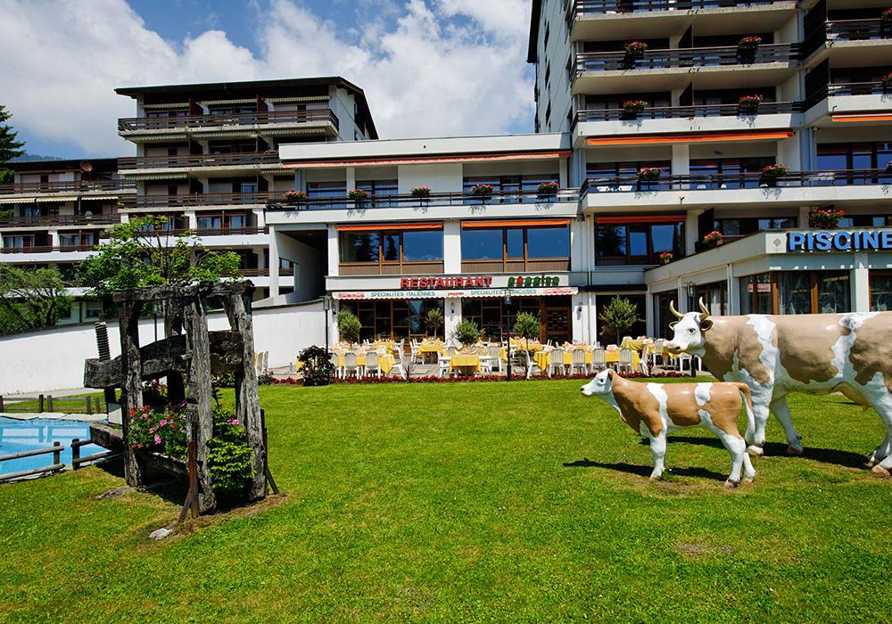 חזית מלון הנופש וויקטוריה בעיירה ווילאר