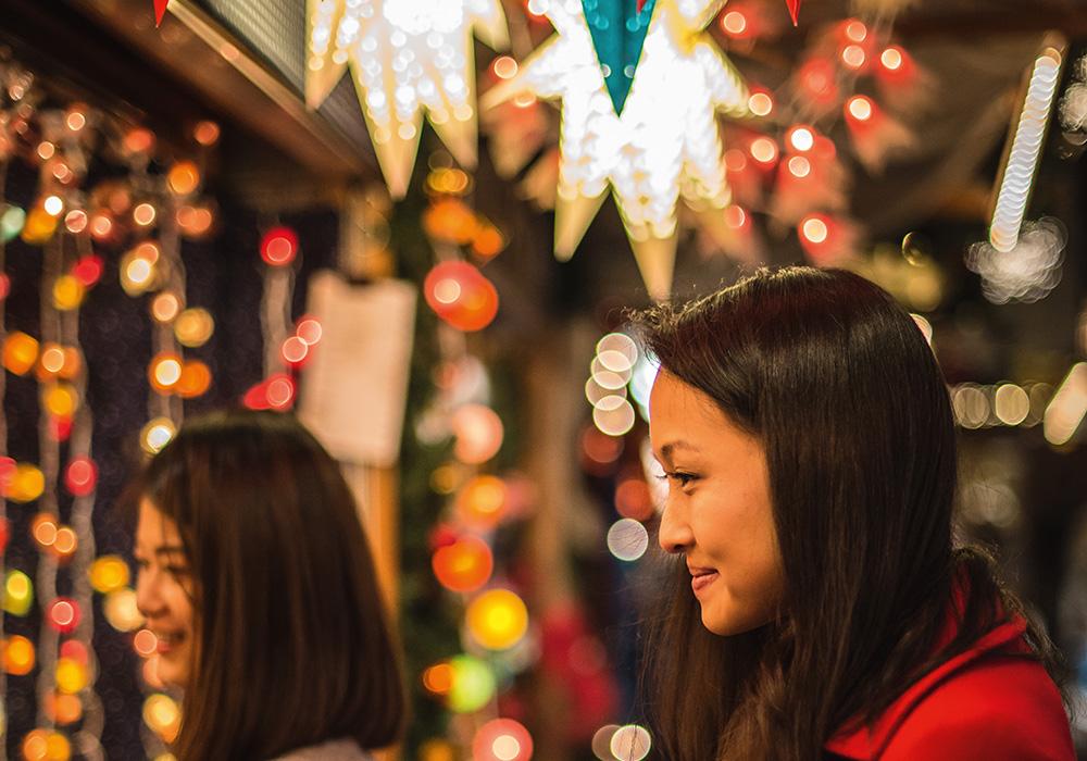 קניות בשוק חג המולד בבאזל