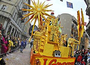 קרונית בתהלוכת חג הרבאדן בבלינצונה
