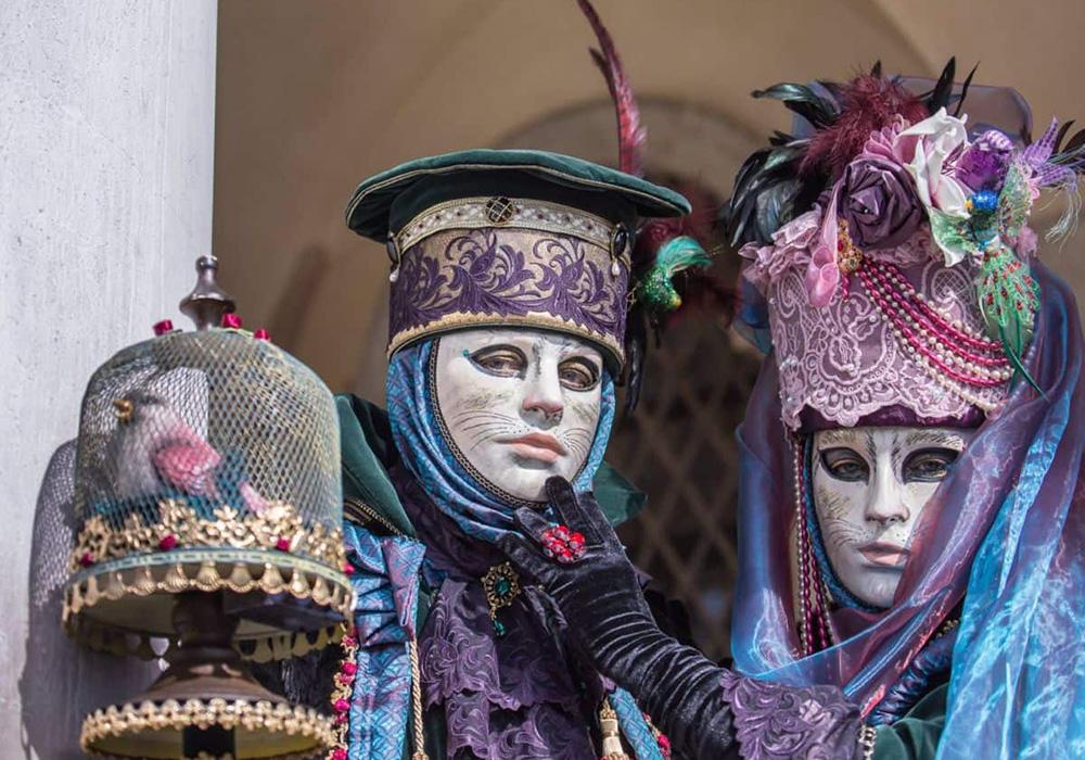 תחפושות איטלקיות מסורתיות בקרנבל ציריך
