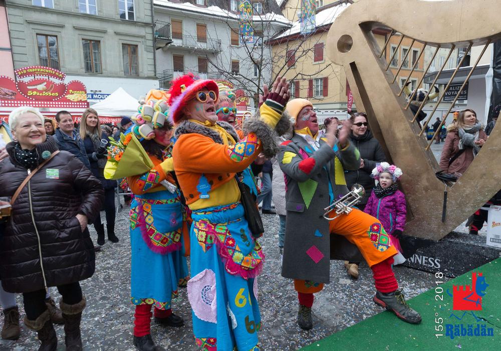 צופים ותזמורת רחוב בפסטיבל הרבדאן בבליצונה