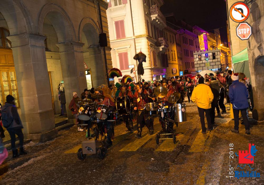 תהלוכת לילה בפסטיבל הרבדאן בבליצונה