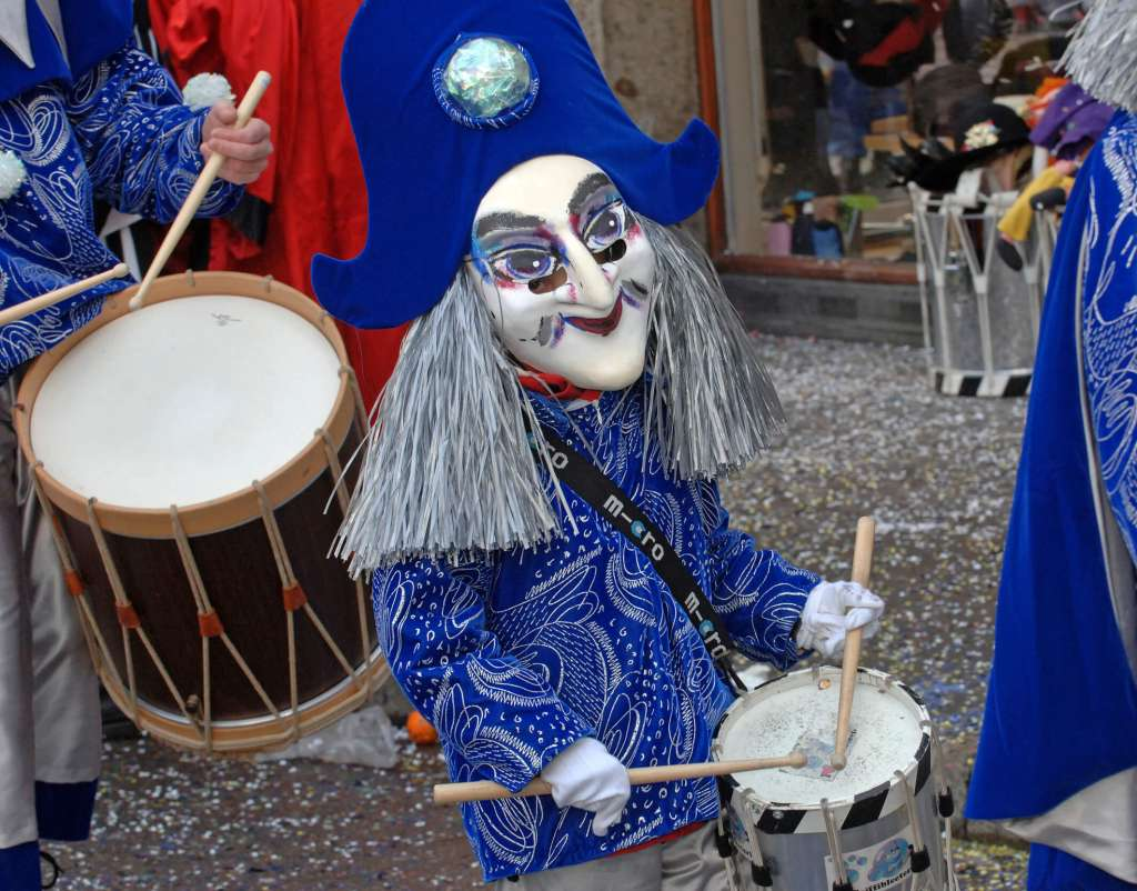 לנגנים יש תלבושות קרנבל מיוחדות